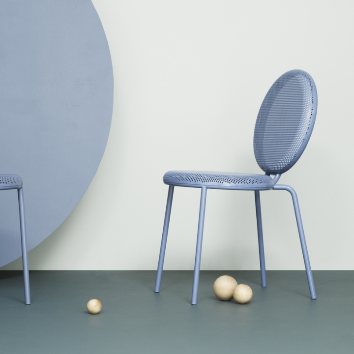 Стильный дизайн мебели: нежно-сиреневый стул