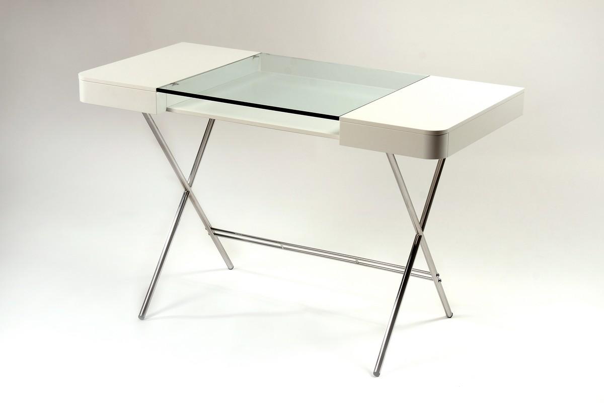 Стильный офисный стол в белом цвете