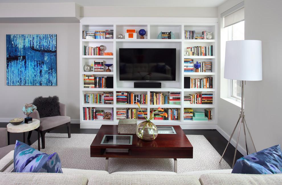 Стильные книжные шкафы с телевизором в центре
