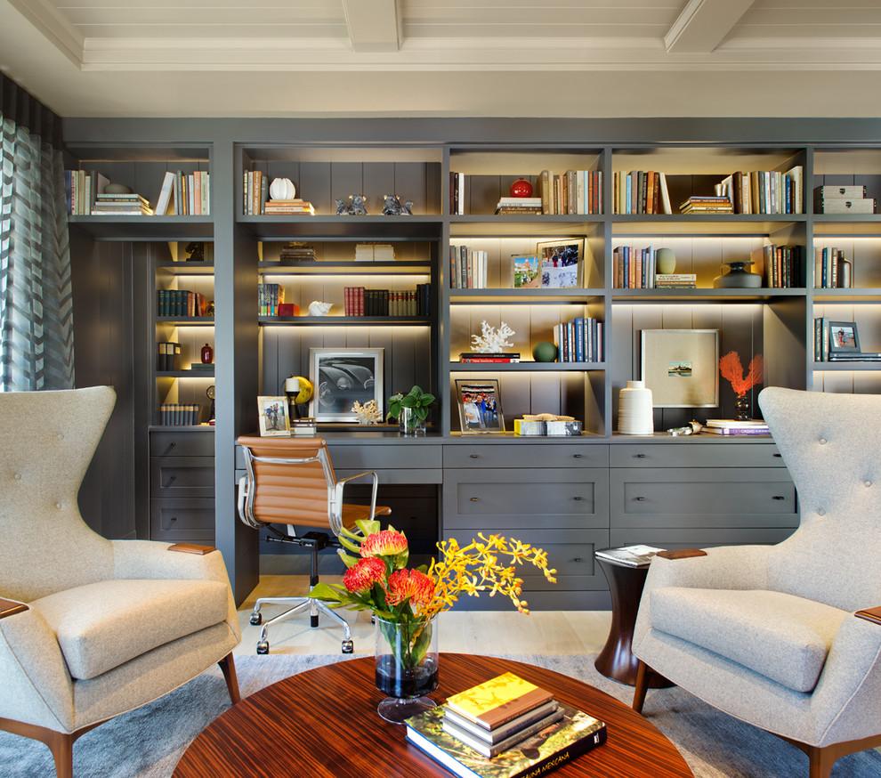 Стильные книжные шкафы с рабочим столом