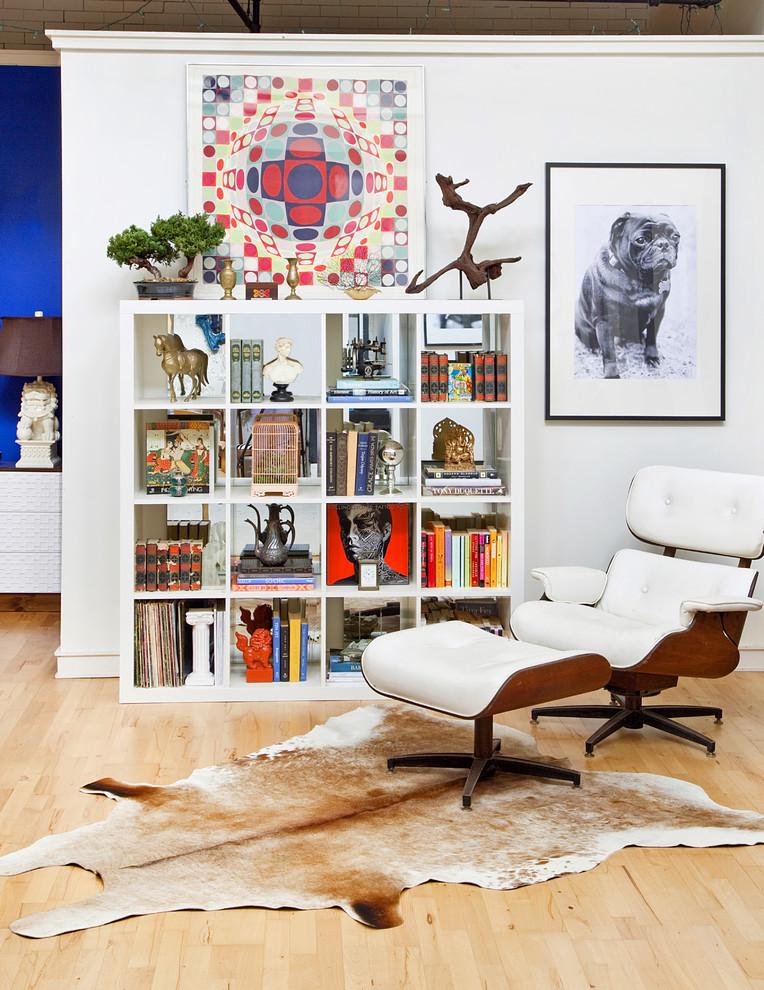 Стильные книжные шкафы: низкий квадратный стеллаж