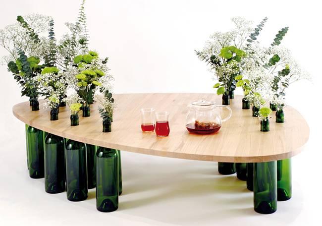 Стол из бутылок от вина. Фото 2