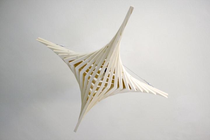 Красивый деревянный светильник от Benjamin Migliore