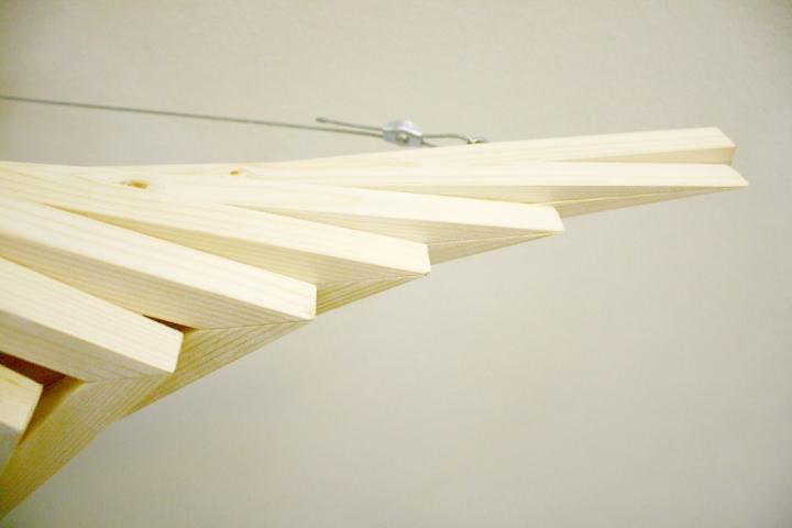 Деревянный материал светильника от Benjamin Migliore