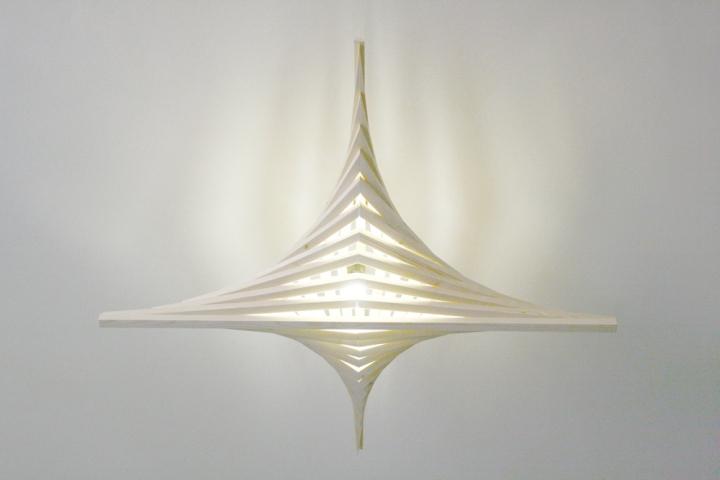 Уникальный деревянный светильник от Benjamin Migliore