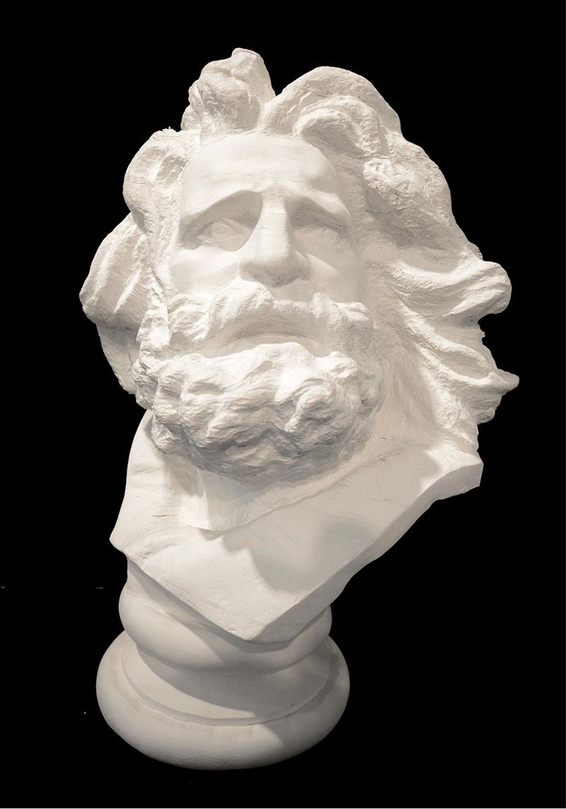 Прекрасная скульптура из бумаги