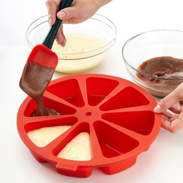 Необычная форма для торта с отсеками для отдельных кусочков