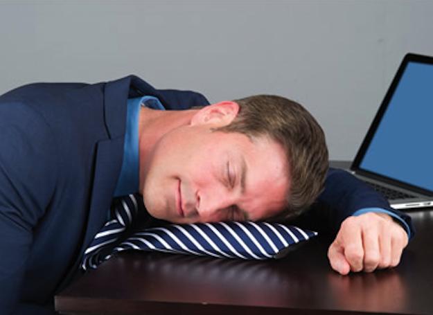Галстук — надувная подушка
