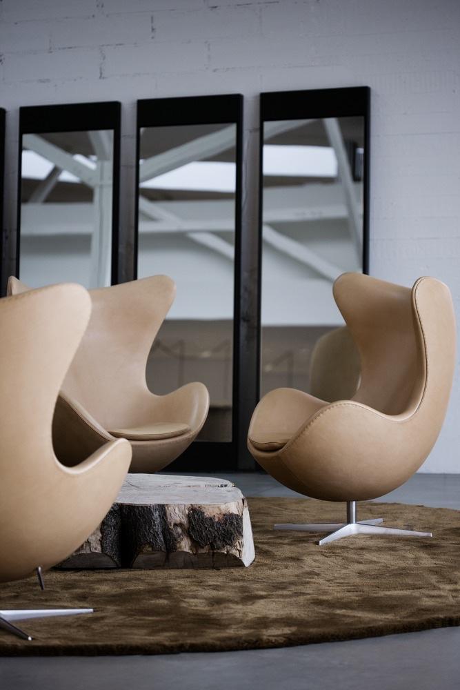Кожаные стулья Egg бежевого цвета