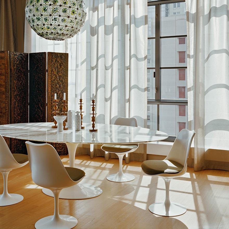 Изысканные стулья 50-х годов белого цвета без подлокотников