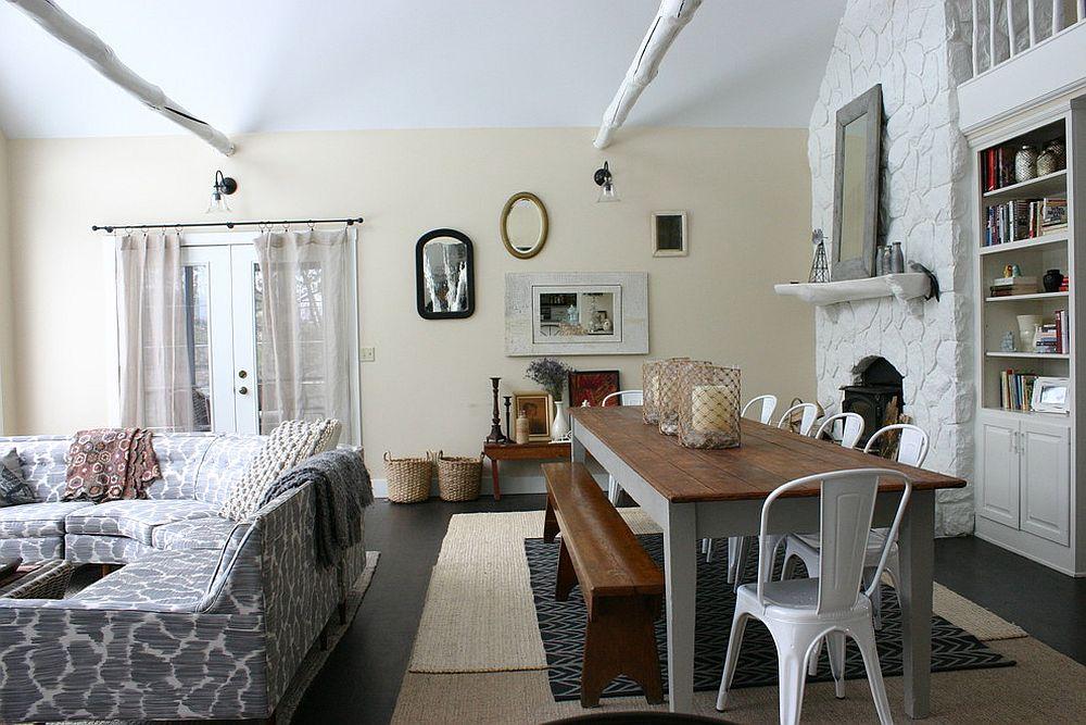Стулья в интерьере дома с открытой планировкой