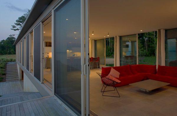 Необычные раздвижные стеклянные двери в доме