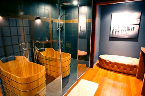 Яркая ванная комната в японском стиле