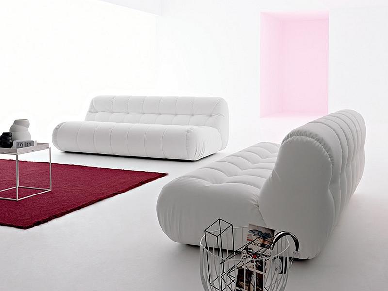 Стильные белые диваны в гостиной