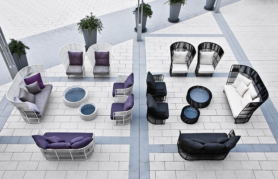 Фиолетовая и черная плетёная мебель на улице