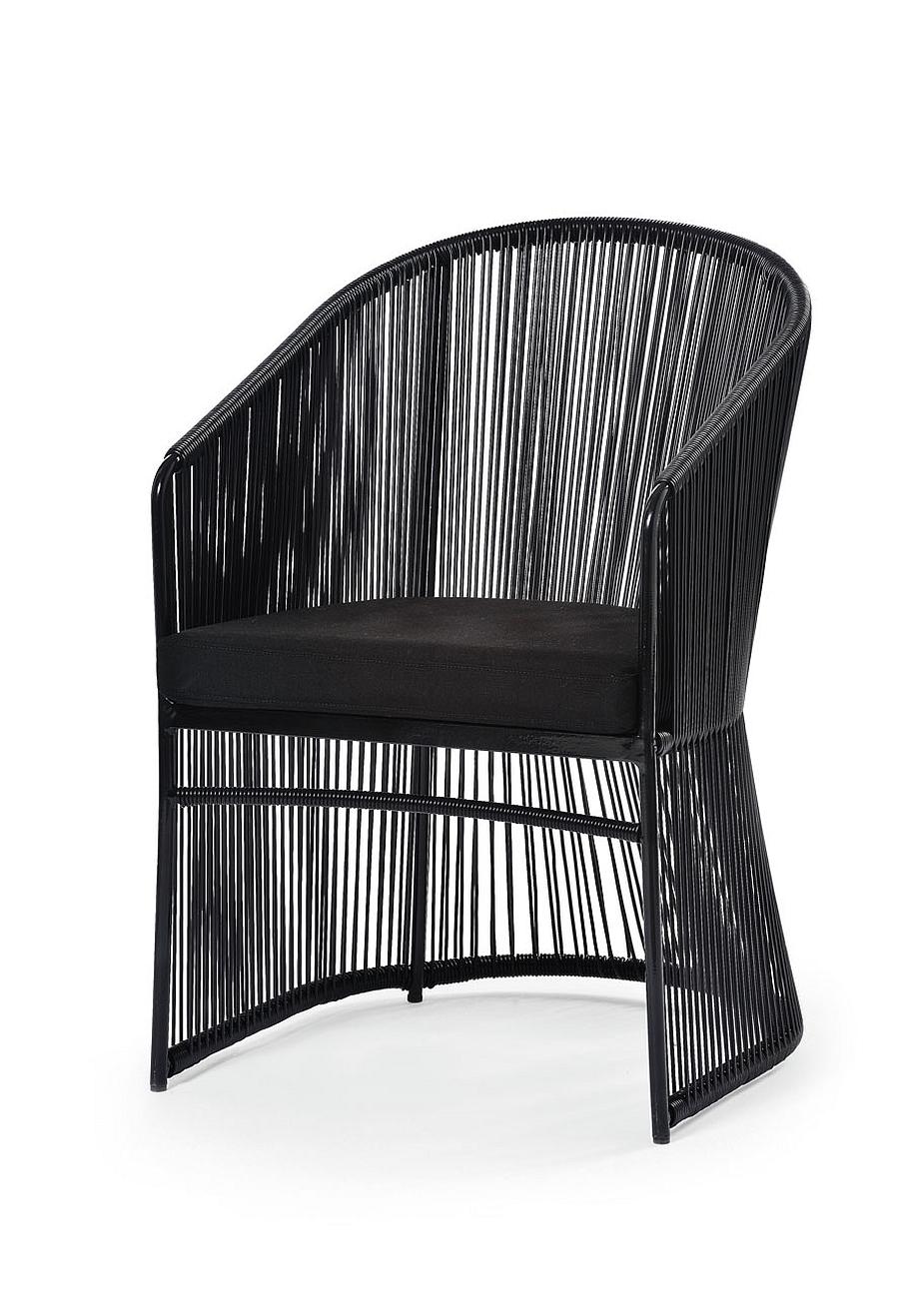 Чёрный плетёный стул