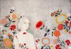 Изияна Сухаими: изящная вышивка по бумаге из коллекции «Ткацкие станки в наших костях»