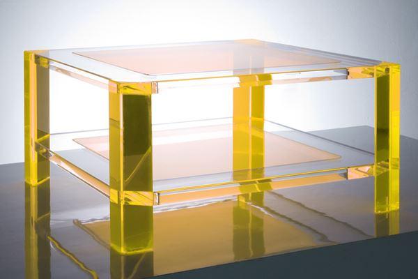 Желтый прозрачный столик