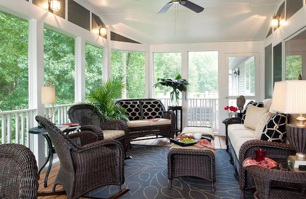 Классическая и удобная плетеная мебель