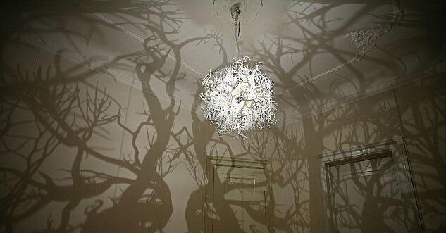 Дизайн подвесного светильника с ветвями