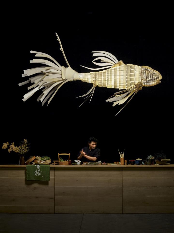 Завораживающая лампа Koi Fish от LZF Lamps