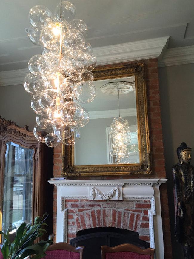Светильник из выдувного стекла в форме мыльных пузырей