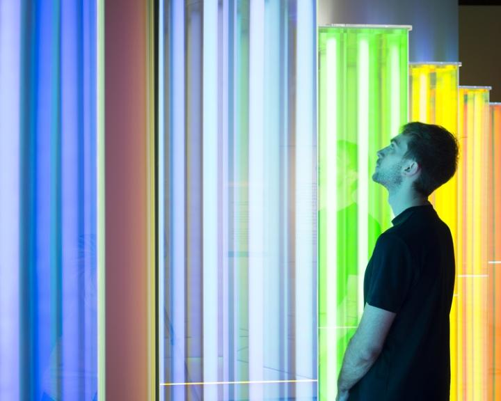 Световая инсталляция в английском музее: работа Liz West