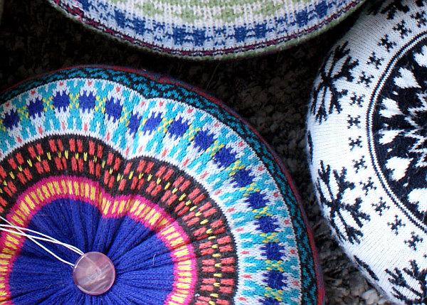 Вязанные пуфики круглой формы