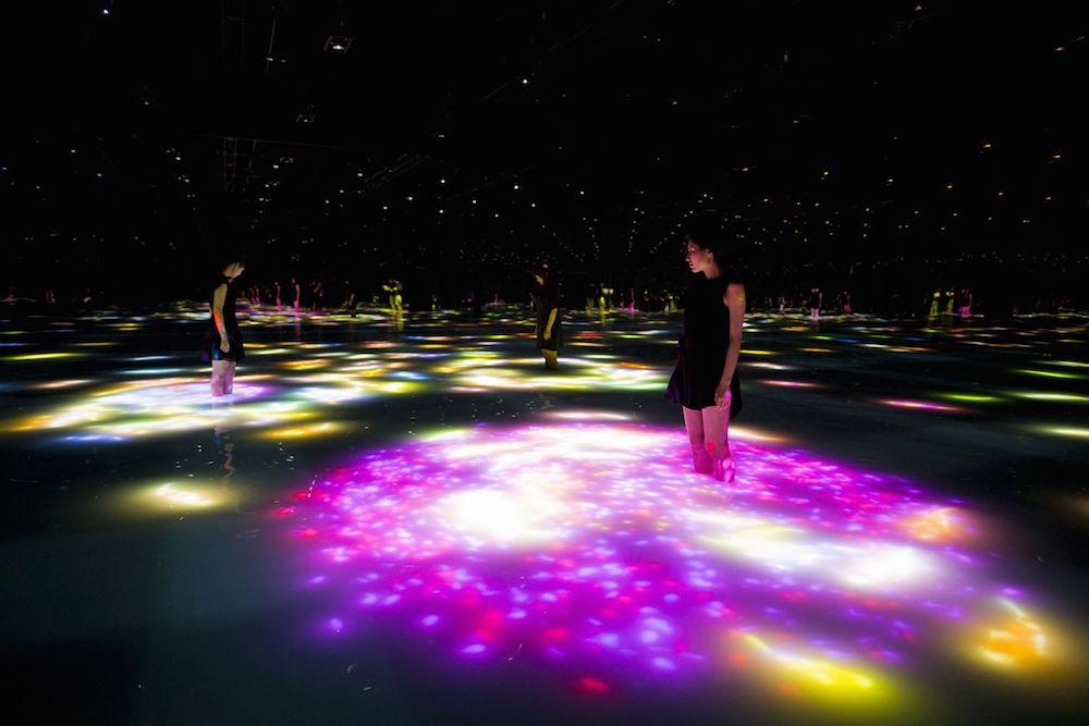 Гипнотическая цифровая инсталляция «Infinity» от TeamLab
