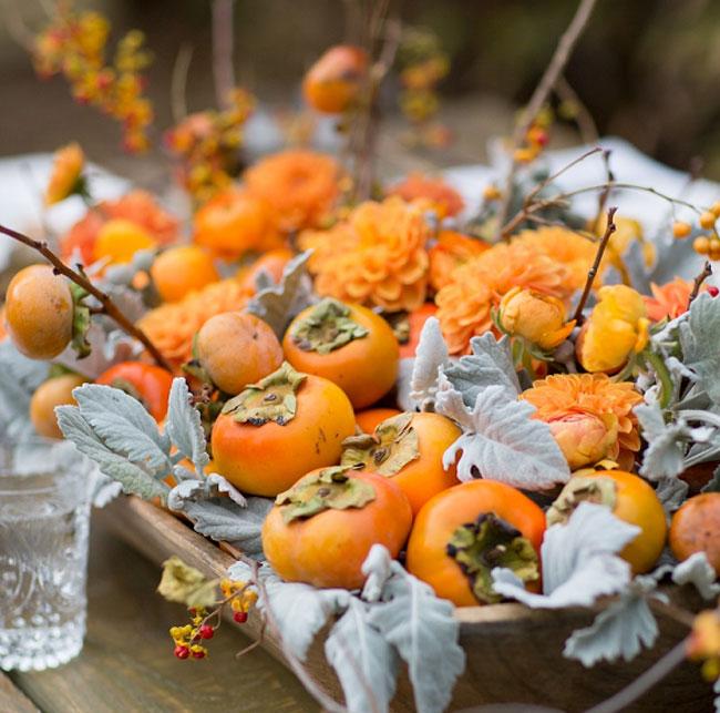 Поднос с фруктами оранжевого цвета
