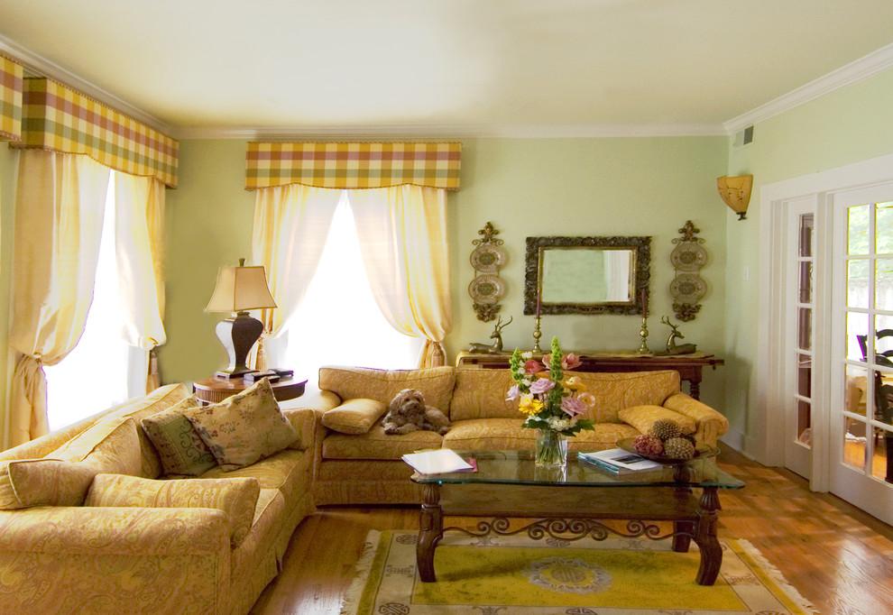 Текстиль в интерьере - фото диванов с обивкой из ткани с «огуречным орнаментом»