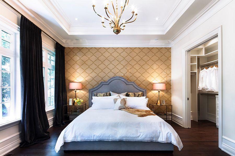 Тёмные шторы в интерьере дома - синяя кровать