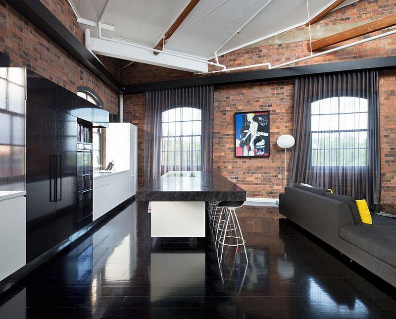 Тёмные шторы в интерьере дома - индустриальный стиль