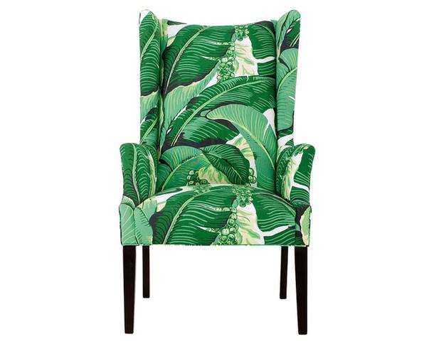 Кресло зеленого цвета с нарисованными крупными листьями