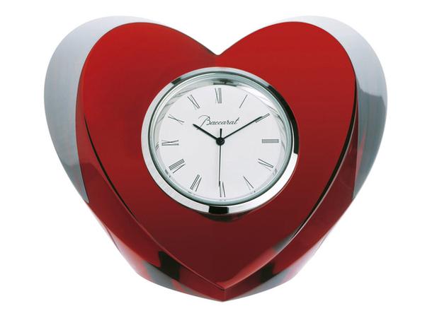 Красно-белые настольные часы в виде сердца