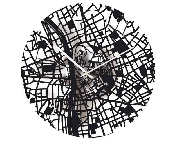часы Streets с нарисованными лабиринтами улиц