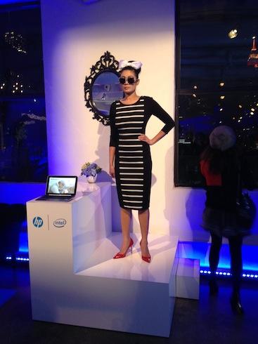 Участница на мероприятии моды – фото 19