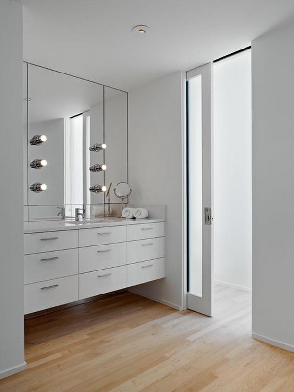 Двери до потолка в ванной