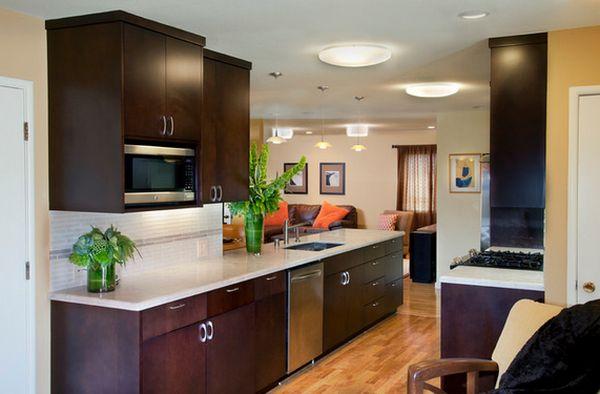 Встроенные потолочные светильники на кухне
