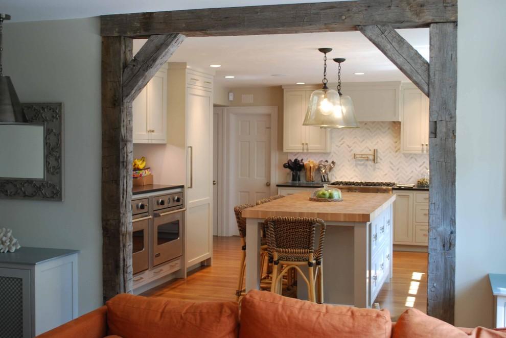 Двери с деревянным проемом