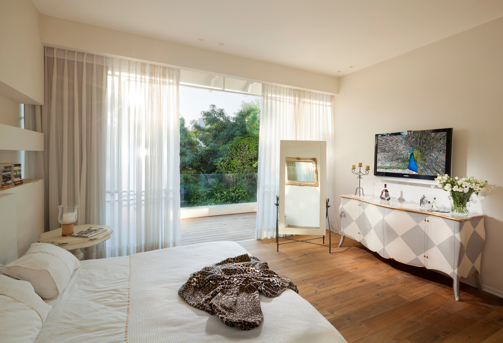 Спальня с проемом у потолка