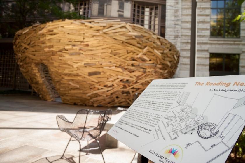 Инсталляция The Reading Nest от художника Mark Reigelman, Нью-Йорк