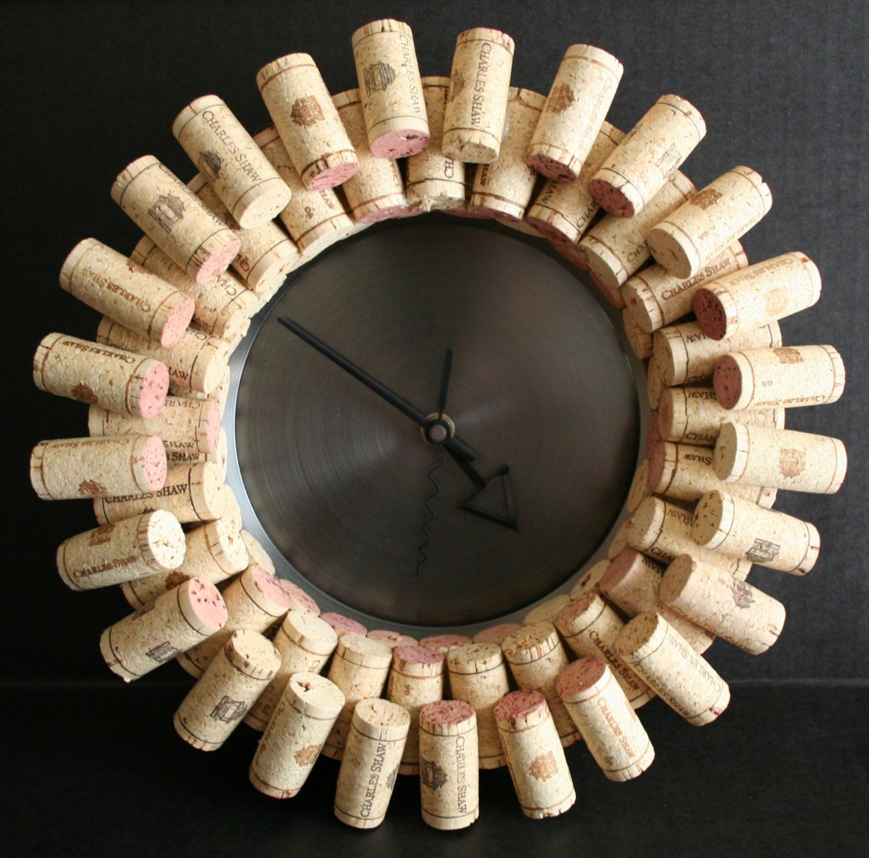 Часы из винных пробок