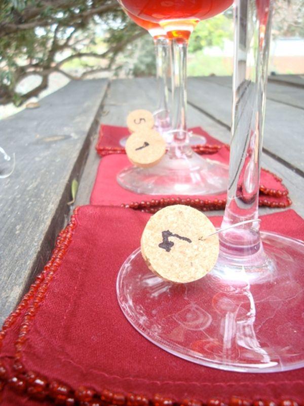 Украшения для бокалов из винных пробок