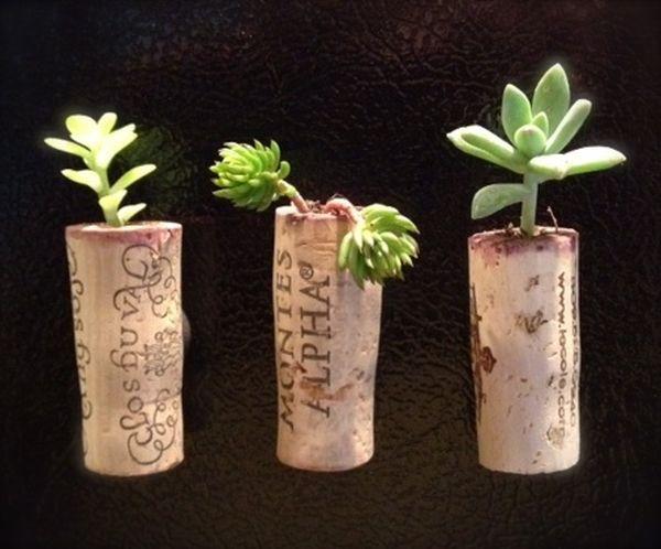Маленькие кашпо из винных пробок