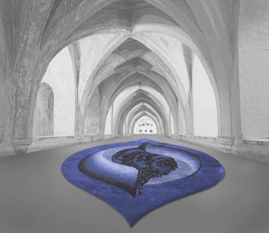 Красивый ковер синего очертания от Esti Barnes