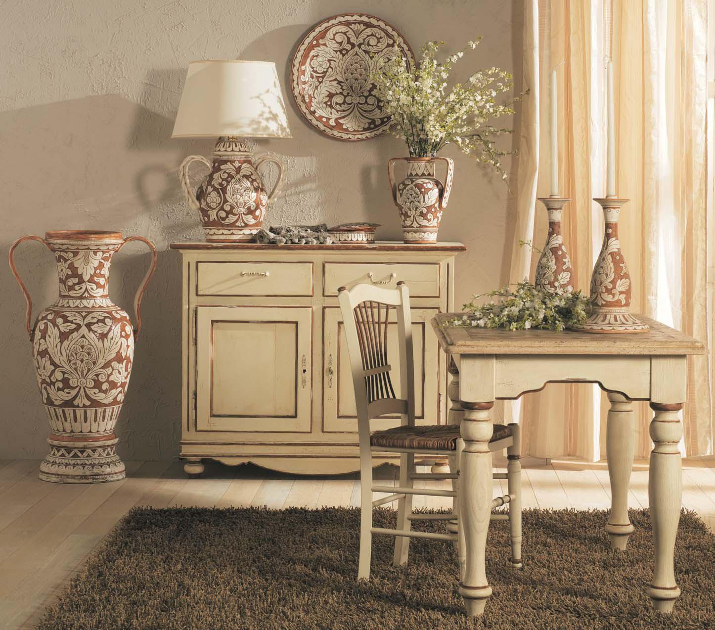 Фарфоровые вазы в столовой