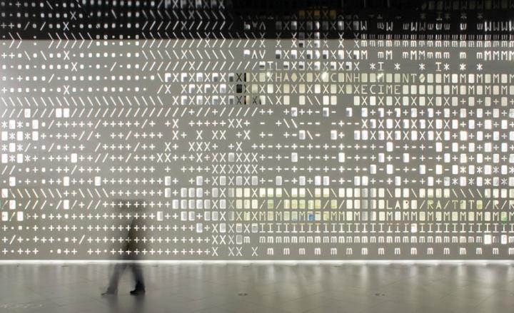 Удивительная световая инсталляция SKIN