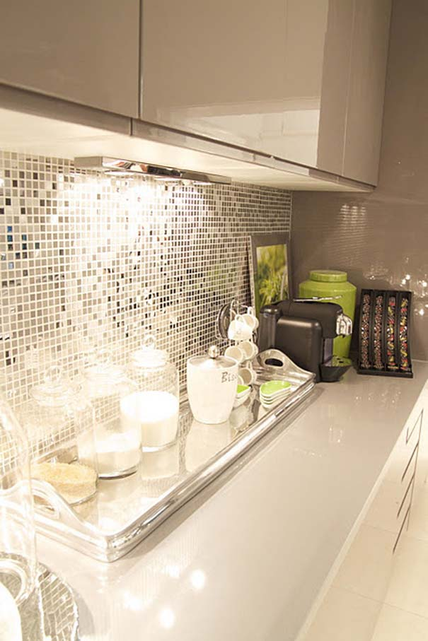 Cream backsplash tile