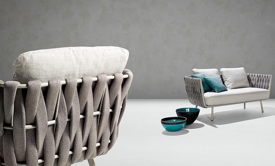 Оригинальная кресло и диван с элементами декора
